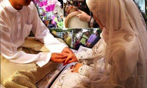 Malay woman and man sealing the marriage vows. Photo credit Malaysiakini