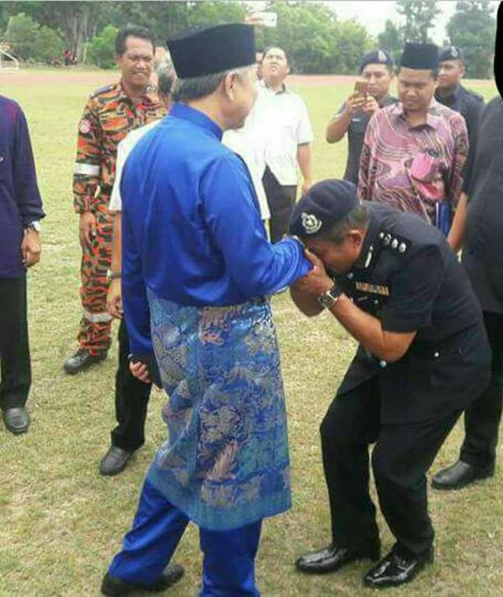 Kissing Zahid's Hand · Rebuilding Malaysia